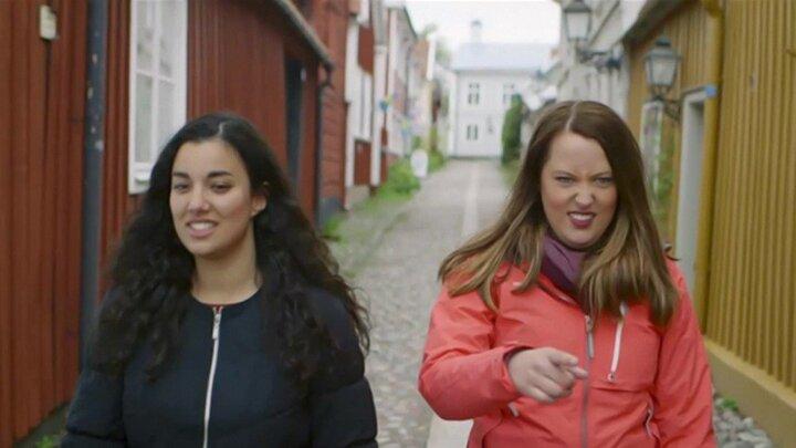 Amina och Alicia på Fysikresa - teckenspråk